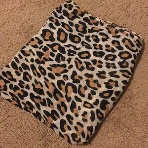 Accessories - Lightweight cheetah print scarf